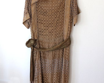 1920s Tan Eyelet Flapper Dress // Lame Sash // Heavy Seed Beading // Small