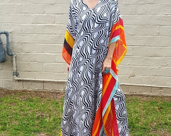 black and white bold graphic print swirl caftan kaftan maxi dress muu muu resort bohemian gypsy boho maternity chic flowy summer funky dress
