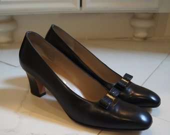 Vintage Ferragamo Heels Black Leather Pumps Bow Heels Work Heels Ferragamo Pumps Size 8 7 Black Leather Heels Work Pumps Salvatore Ferragamo