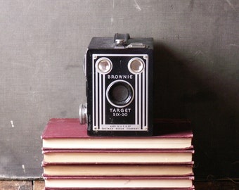Vintage Kodak Brownie Target Six-20 Box Camera