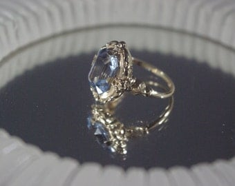 Lab Spinel 10K Yellow Gold Antique Floral Ring Great Condition Beautiful!