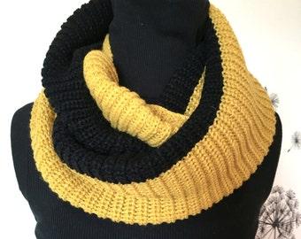 Knit Scarf / Chunky Knit Scarf / Knit Cowl / Knit Neck Warmer / Womens Scarf / Crochet Scarf / Infinity Scarf / Chunky Knit Scarf