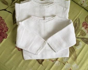 3 vintage baby undershirts in white coton piqué