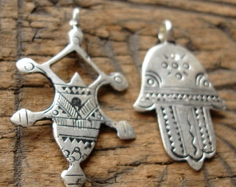 2 x  Moroccan shiny hand engraved pendants with zig zags