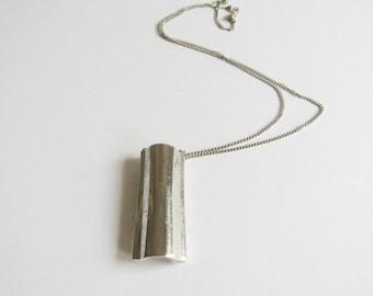 Vintage Perfume Necklace / Ariane Vintage Silver Tone Perfume Bottle Vial Necklace / Vintage Avon