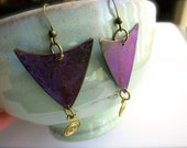 Vintage Pop of Color Purple Triangle Dangle Earrings-Purple Patina w/ Gold Swirl Accents-1990's Retro-Geometric Metal Jewelry-Gift for Her
