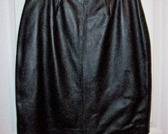 Vintage Ladies Black Leather Skirt by Mix It Size 10 Only 15 USD
