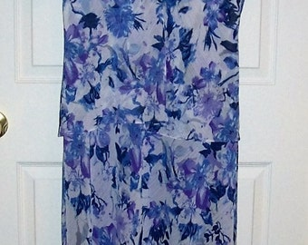 Vintage Ladies Purple and White Floral Print Dress by Drapers & Damons Size 16 Only 10 USD