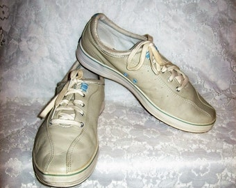 Vintage Ladies Beige Leather Tennis Shoes Sneakers by KEDS size 9 1/2 Only 7 USD