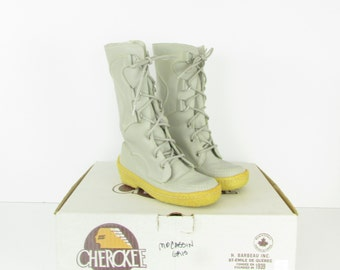 Women's Deadstock Leather Mocassin Boots - Vintage 1970s Winter Mukluks by Cherokee Chief in 5 US or 35 36 Euro