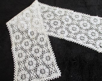 Antique Lace Table Runner Off White Cream Hand Made Needlepoint Needlework Vintage