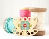 Tulip Thread Keep DIY Kit, Embroidery Floss Organizer, Thread Minder, Wood Floss Holder, Embroidery Tool, Modern Cross Stitch Organizer