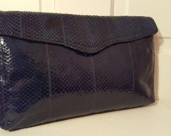 BLUE SNAKESKIN CLUTCH // 80's Magnum Purse Disco Party 70's Fold Over Envelope Leather Simple Slim Navy Midnight Blue