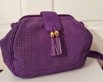 PURPLE PERFORATED PURSE // 80's Leather Tassel Shoulder Bag Cut Out 90's Adjustable Strap Preppy Deep Purple Gold Buckle