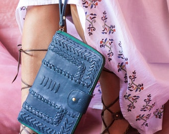 AMULET. Leather clutch / leather wallet / leather zip wallet / leather zipper clutch/ leather wristlet. Available in different leather color