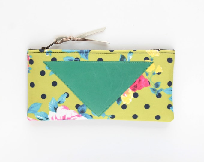 Cotton makeup bag. Zipper pouch. Cosmetic pouch. Makeup organizer. Pencil pouch. Travel pouch. Natural leather. Polka dot print. /FLARE 144