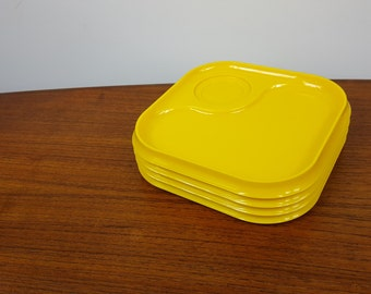 Set of 4 Yellow Heller Stackable Plates
