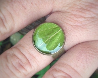 nature inspired ring, plant ring, leaf ring, nature green ring, nature rings, natural jewelry, leaf jewelry, resin jewelry, woodland ring