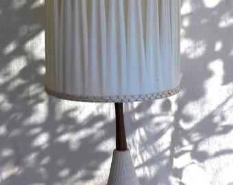 Mid Century Danish Modern Ceramic Wood White Table Lamp Unusual Cream Pleated Shade