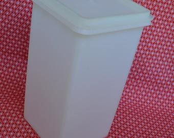 Vintage Tupperware Cracker Saltine Keeper 1314