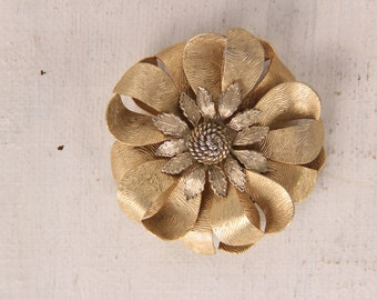 "Vintage gold flower brooch pin 2 1/4"""