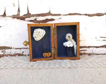 Diorama Pierrot et la lune, wooden box whimsical box, assemblage mixed media starry night of full moon theatrer story telling box.