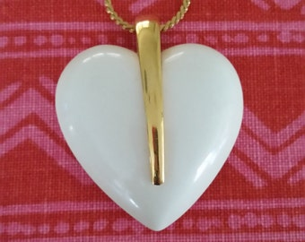 Vintage Crown Trafari white lucite and gold tone necklace