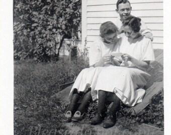 reading a letter  ~ Antique Snapshot Photo ~ prairie girls