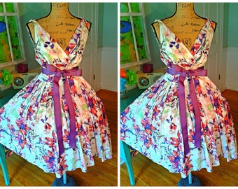 GORGEOUS Garden Party Dress / Pin up / Wedding/ Summer/ Bridal Shower / Floral / Full Sweep Skirt / Party / Large