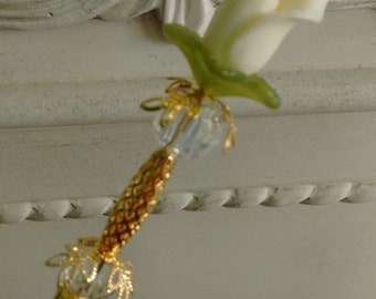 Hat Pin 6 inch gold like with calla lily in cream with gold ilke finding and 2 glass beads