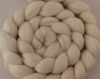Superfine 19 micron Merino wool Combed Top/ roving - 4 oz in ecru (natural white)