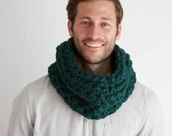 Chunky Cowl Scarf In Emerald Green