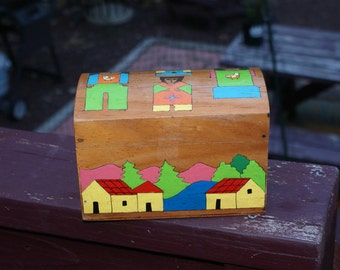 Pretty Hand Painted Handmade Salvadorian Box