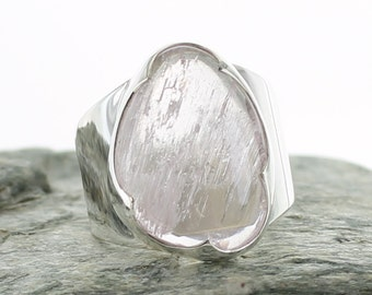 Kunzite silver ring. Size 6.25 . Natural stone. gemstone ring. Kunzite cabochon ring. Kunzite jewels