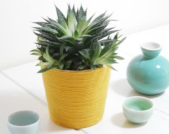 Cased, in pot, Flowerpot, Flowerpot, with high-quality Merino Wool - yellow.