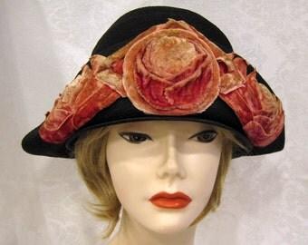 Vintage 20s Cloche Hat / Black Straw / Velveteen Flower Appliques