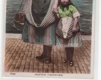 Scotch Fishwives, Mother And Daughter At Seaside/Fine old  postcard 1920
