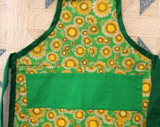 HALF PRICE ** Big Girl's Tween Happy Daisy Apron in Kelly Green. Double Polka Dot Pocket on Front! Metal Clip secures Adjustable Neck Tie.