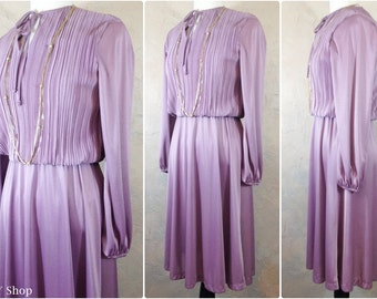 70s lavender secretary dress with full skirt and crinkled top - Large