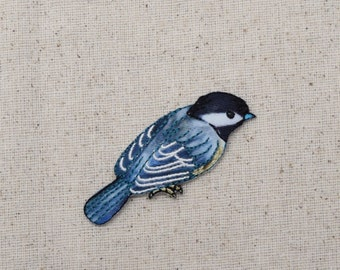 Chickadee - Bird - Facing Right - Iron on Applique - Embroidered Patch - 1515958A