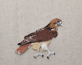 Red Tailed Hawk - Bird - Facing Right - Iron On Applique - Embroidered Patch - 695390A