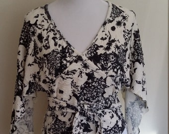 Japanese top, S, M, graphic top, black and white top, abstract top, textured top, wrap top, kimono top