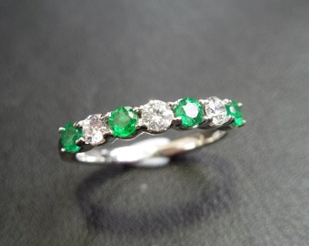 18ct white gold diamond and emerald ring