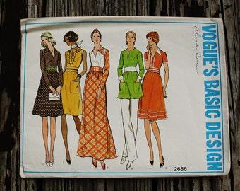 Vogue Basic Design 2686 1970s 70s  Disco Shirtwaist Dress Tunic Pants Vintage Sewing Pattern Size 10 Bust 32.5