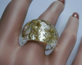 Eco resin ring Ethical jewelry Pressed real flower ring Nature ring White clear dried flower ring Big faceted statement ring gift for women