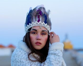 Boho headdress from feathers.
