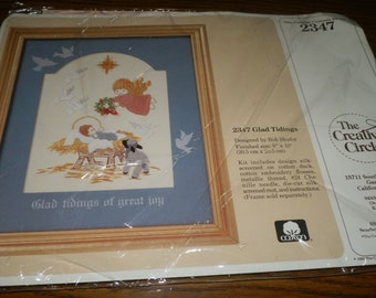 Vintage Glad Tidings Embroidery Kit Christmas The Creative Circle NEW