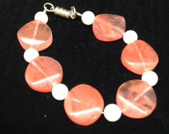Salmon pink and white glass bead bracelet