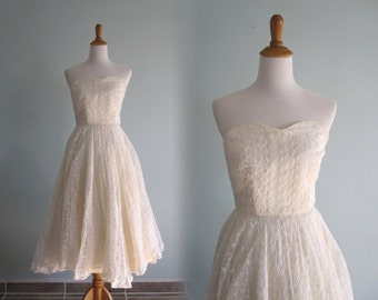 Classic 50s Ivory Embroidered Organza Formal Strapless Dress - Vintage Full Skirt Strapless Dress in White- Vintage 1950s Dress XS S