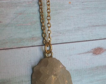Champagne Druzy Geode Pendant Necklace. Beige/Off-White Drusy Crystal Necklace.Pick Your Length. Gold Chain. Natural Stone.